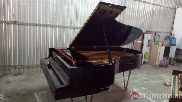 Sơn đàn piano G7 màu đen