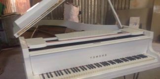 Sơn đàn piano Yamaha G3 màu trắng